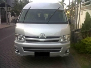 Toyota-HiAce-by-Crown-Rent-A-Car-14